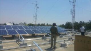 התקנת פאנלים סולאריים על גג חדר האוכל   (1 תמונות)