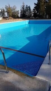 מתחילים למלא את הבריכה !!!   (1 תמונות)
